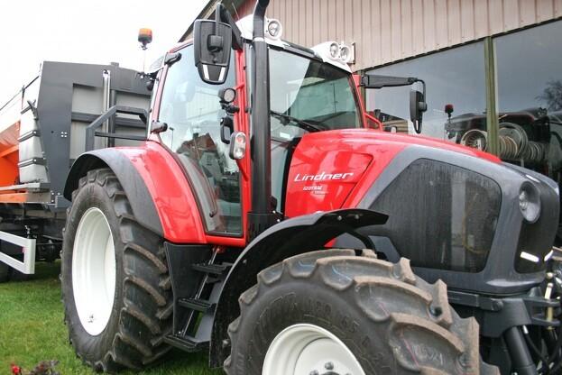 Lindner Geotrac er god både på vejen og som frontlæsser-traktor. Foto: Mads Blenker.