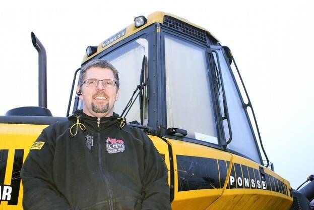 Per Nielsen er i skovbranchen mest kendt som El-Per, der servicerer eller reparerer deres maskiner og redskaber. Foto: Kim Ebbesen.