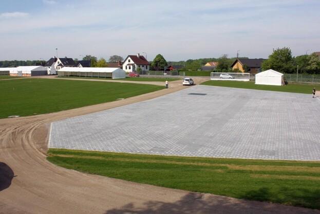 Den nye stenbelægning på koncertpladsen i Horsens kan aflede store mængder vand. Foto: IBF.