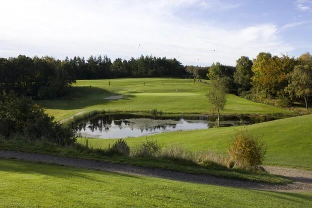 Søer er en vigtig del af en udfordrende golfbane. Her fra Tanke Sø Golfklub. Arkivfoto: Kim Ebbesen.