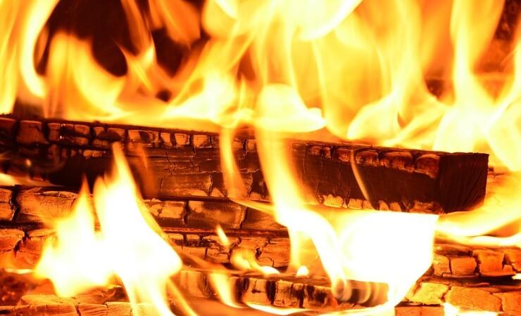 Brand i savværk var tæt på at sprede sig til granskov