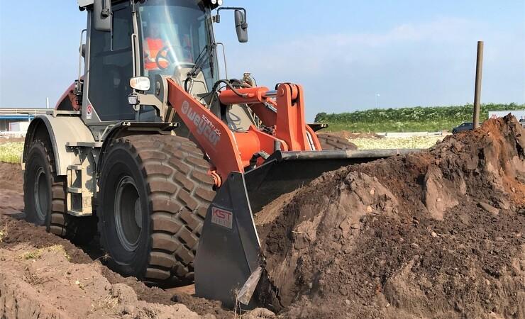 Brølstærk Weycor skubber jord som en dozer