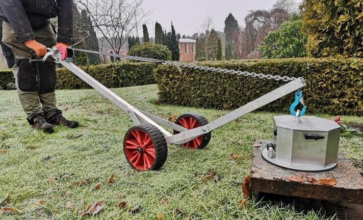 Vakuumløfter forlænger livet på kirkegården