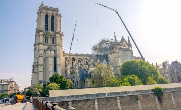 Århundrede gamle træer må dø, så kirke kan vækkes til live igen
