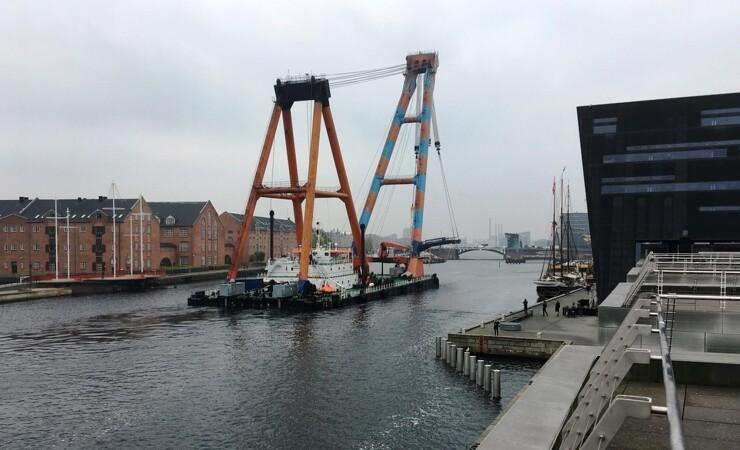 Samson løftede 230 tons bro tilbage på plads
