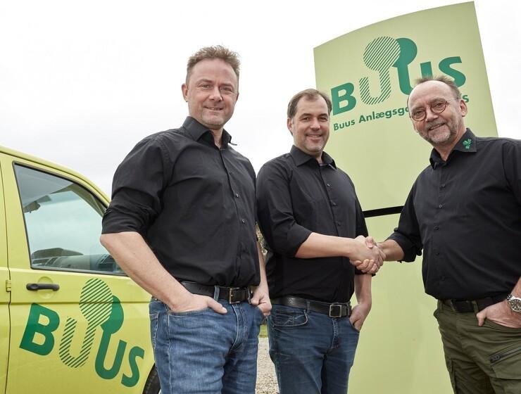 Buus køber anlægsgartner af A. Enggaard.