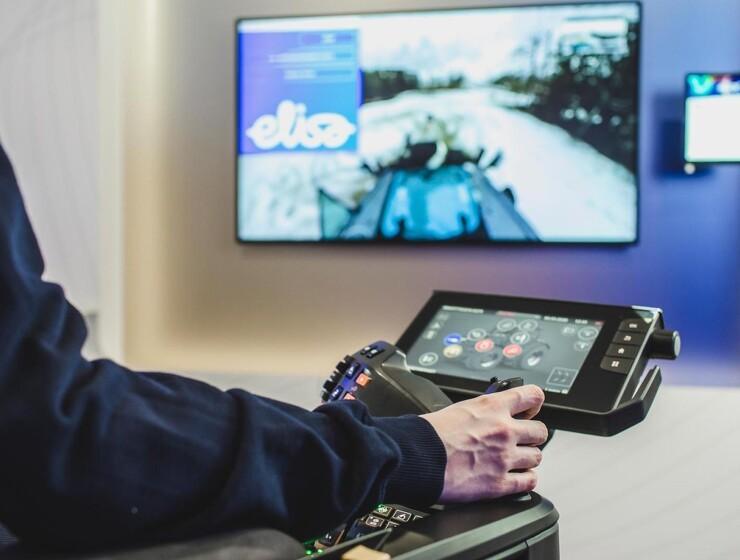 Valtra og firmaet Elisa introducerer fjernstyret traktor