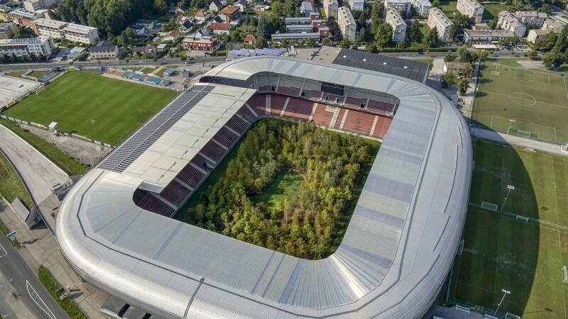 Skov fylder stadion i Østrig
