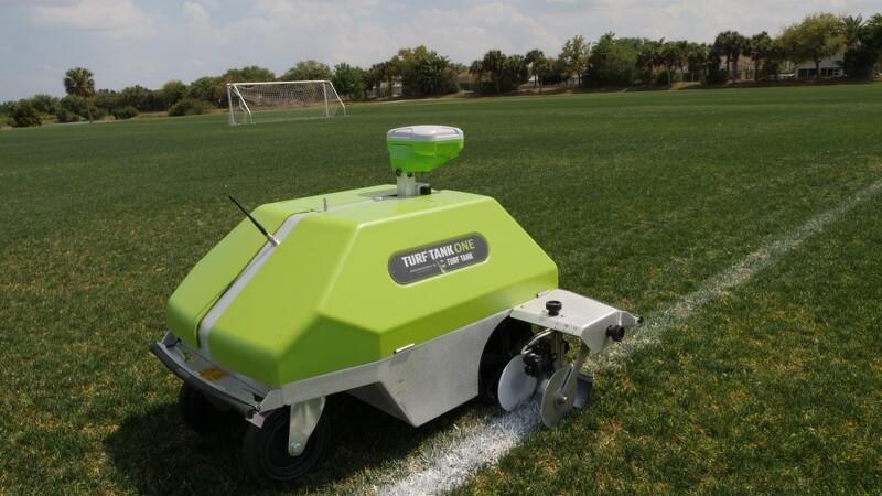 Dansk producent af robotter til sportsanlæg fordobler sin stab trods underskud