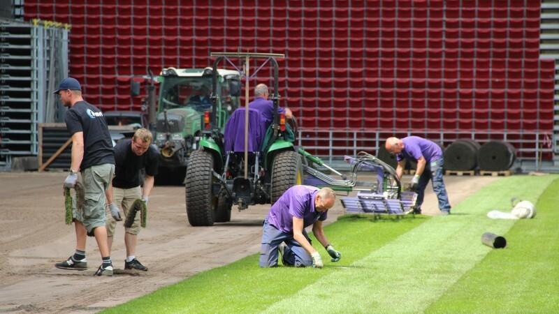 Nyt græs til fodboldherrerne